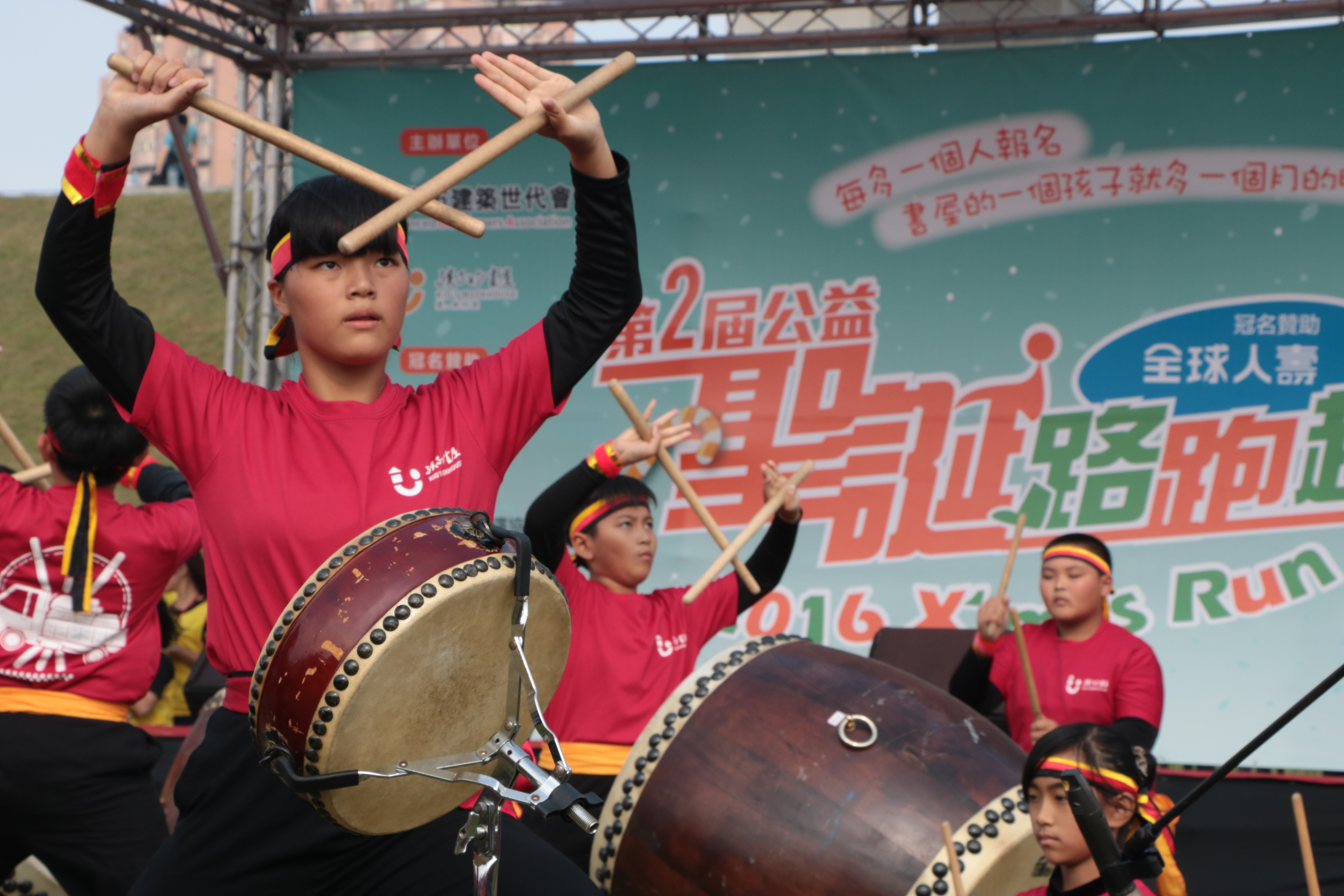 Children from Kid's Bookhouse is playing drum performance. Photo/ Tsou, Fang-ting