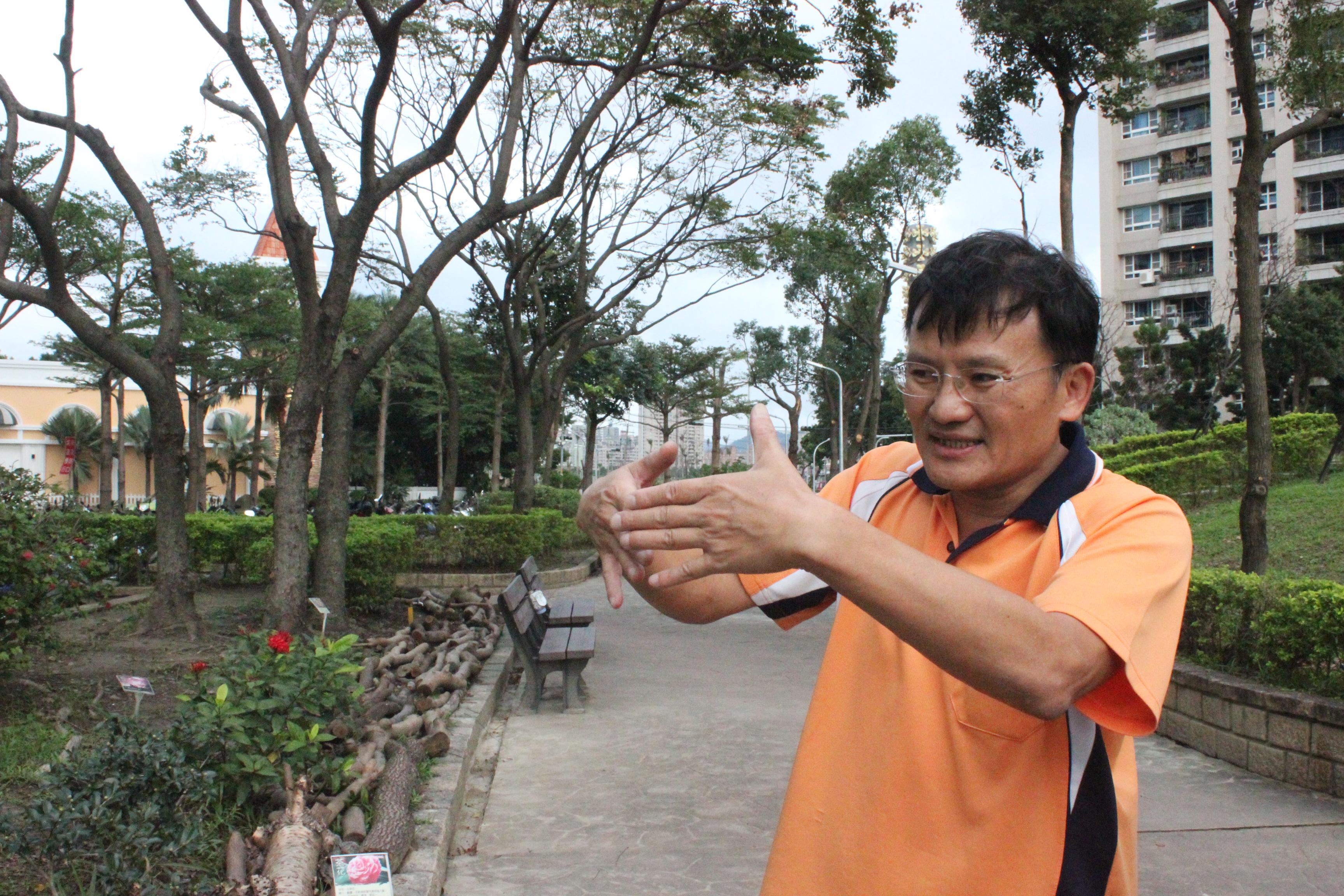里長潘威志說明目前公園的規劃。攝影/蔡郁萱