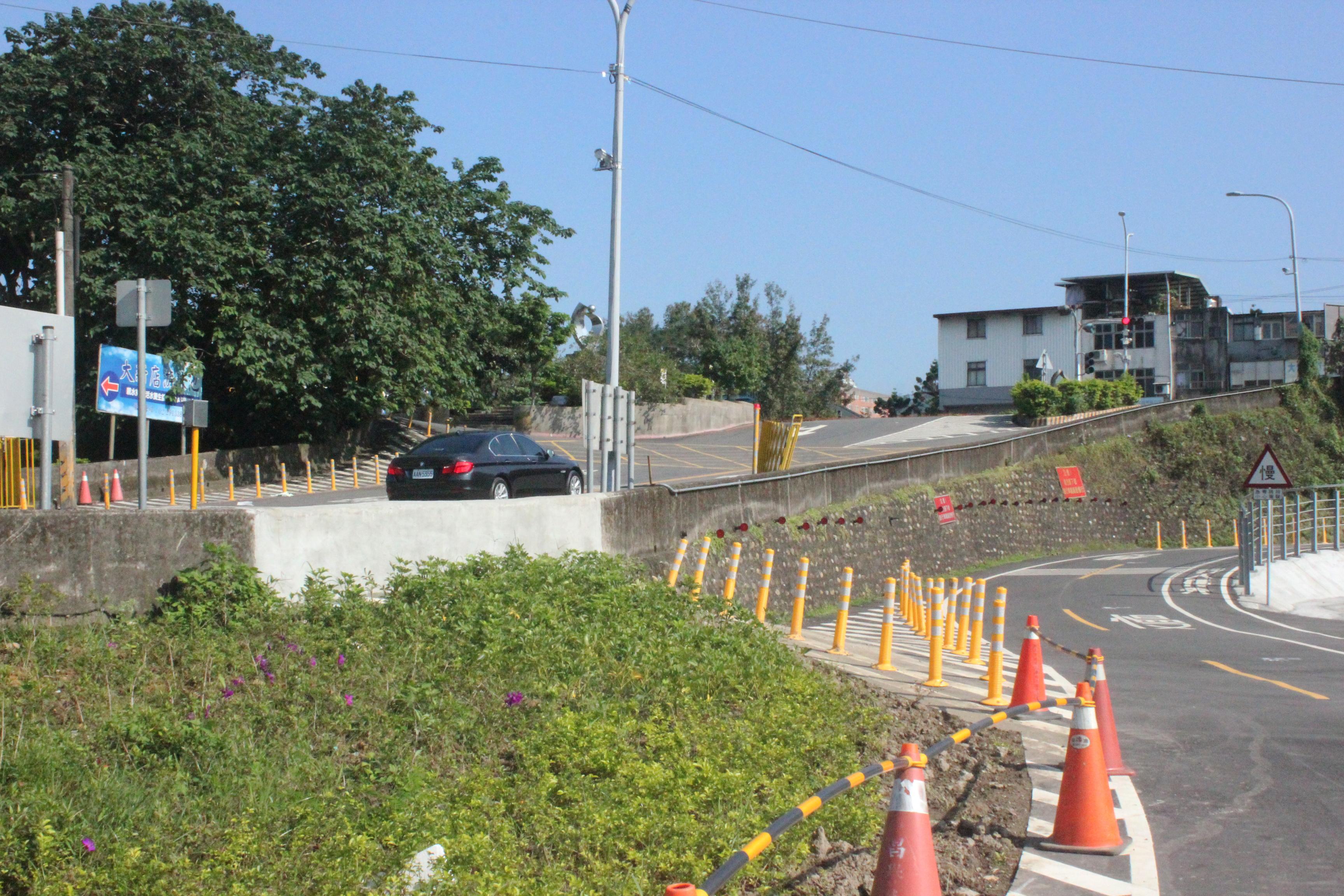 既有停車場出入口位於急降坡路段易發生危險,現已遷移。攝影/蔡郁萱