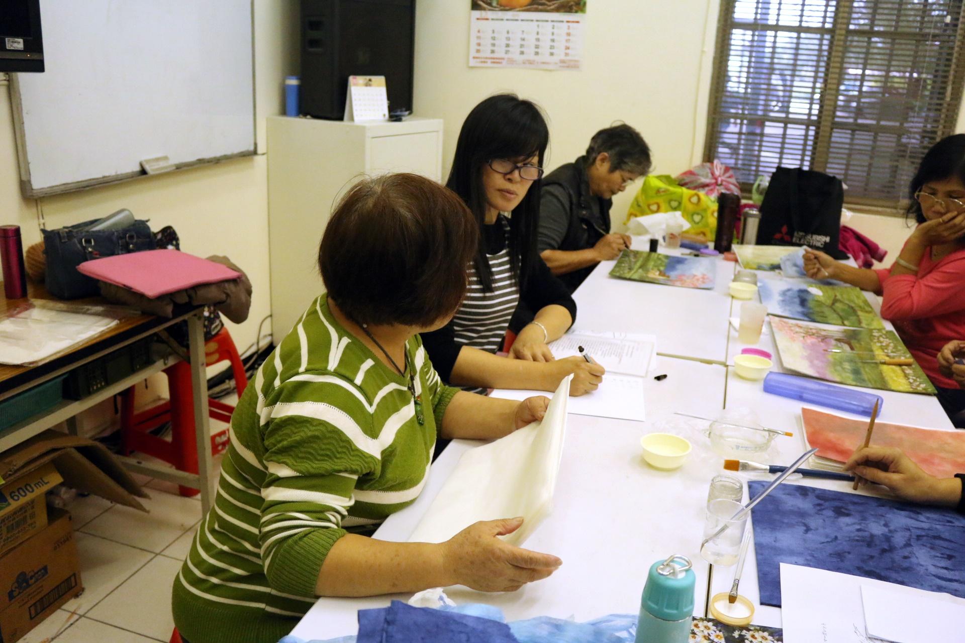 學員和老師互相交流彼此的想法。攝影/陳沛婍