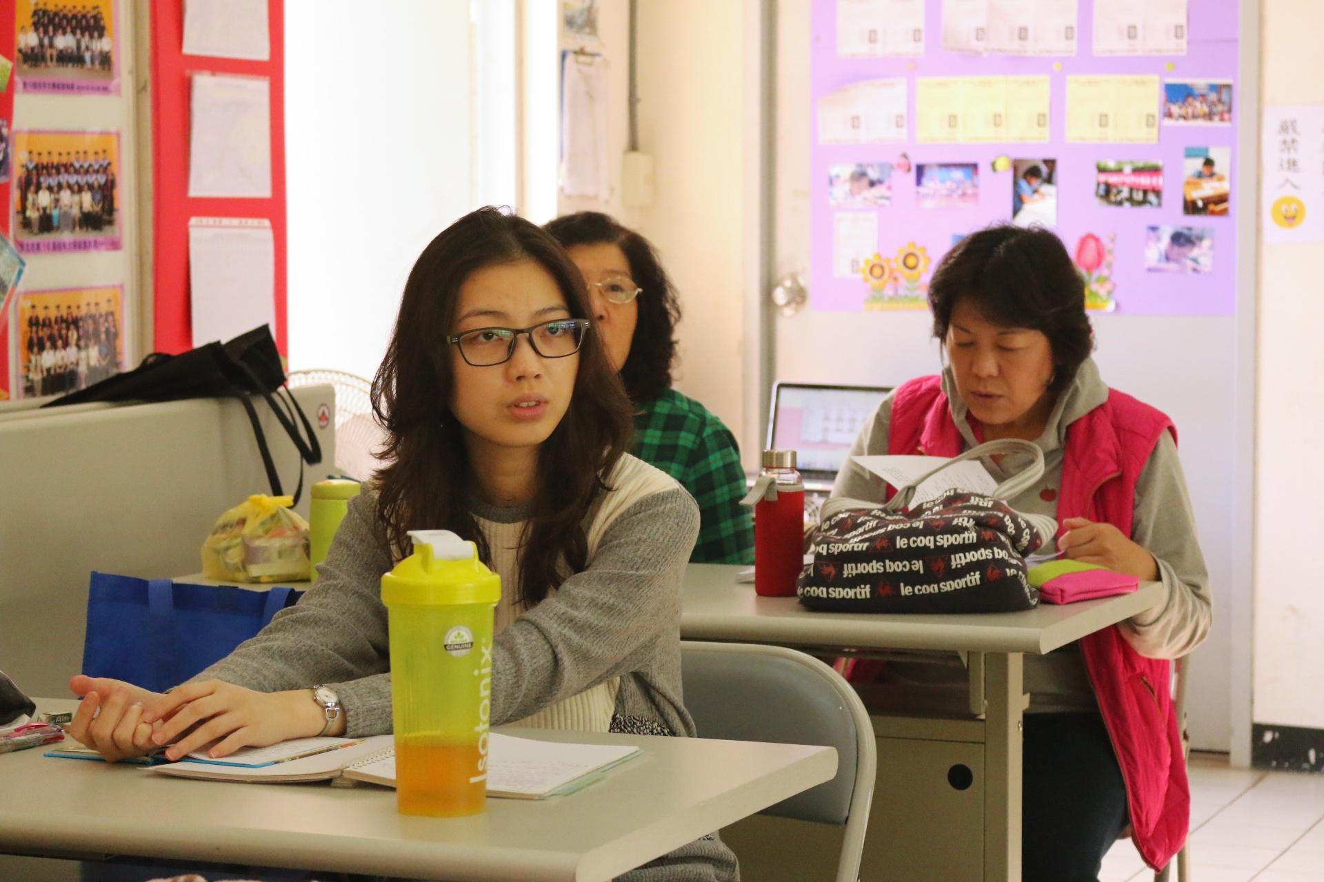 專注看老師教學的學生。陳沛婍/攝影