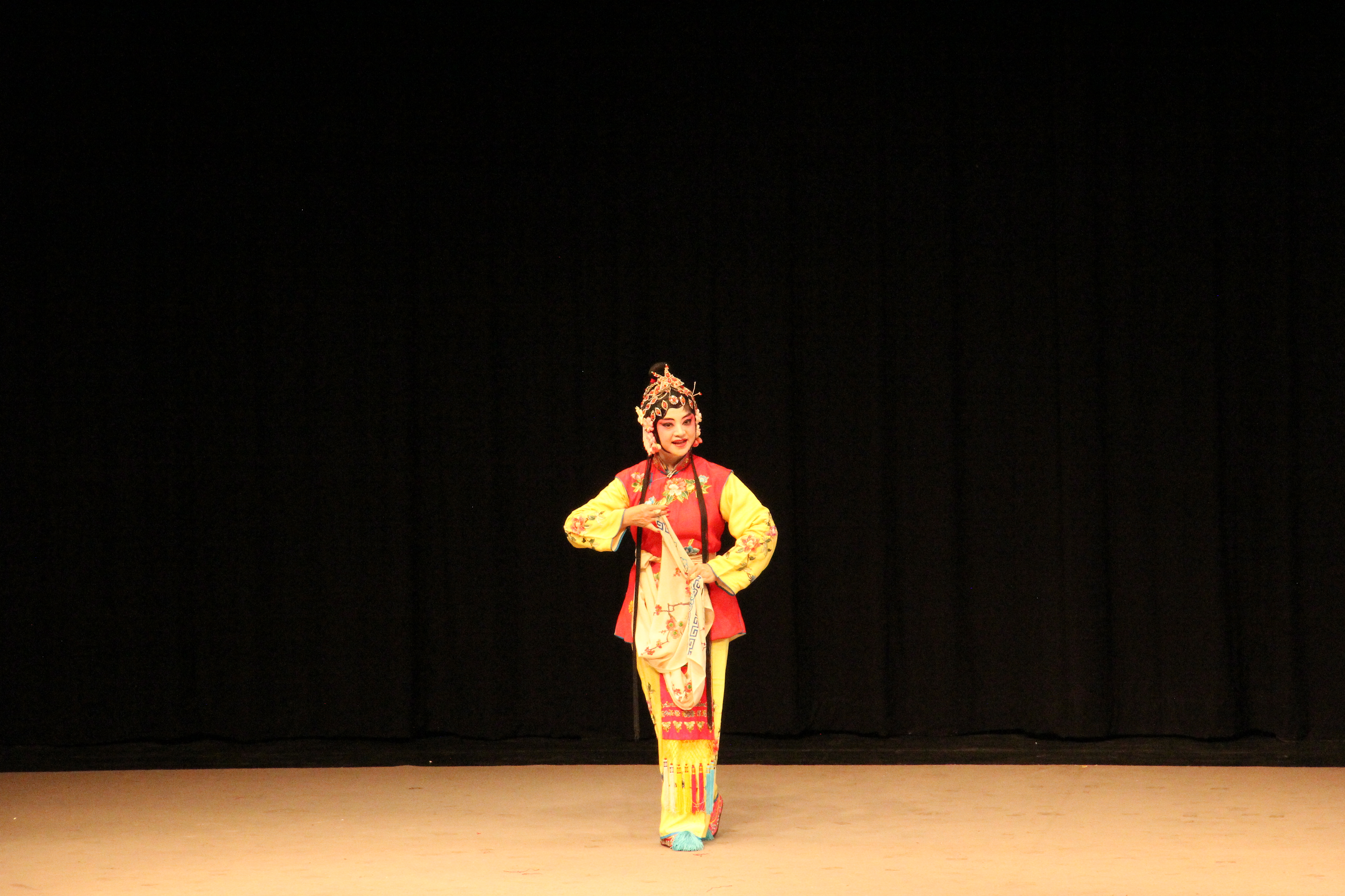 演員林靜雯首次上台演出《牡丹亭.學堂》中的角色春香。