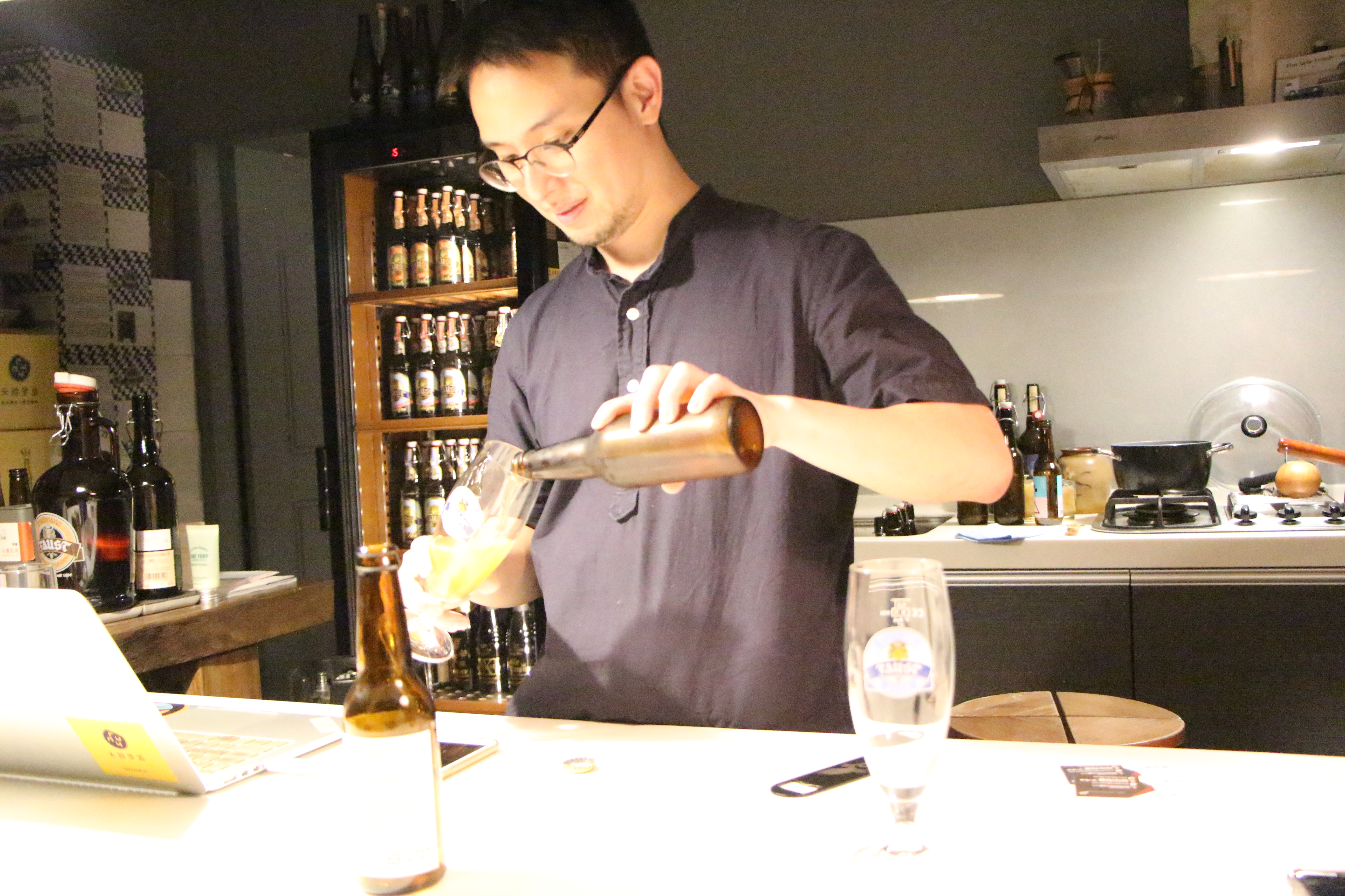 禾餘麥酒創辦人陳相全,致力於使用台灣在地農作釀造啤酒。攝影/陳研旻