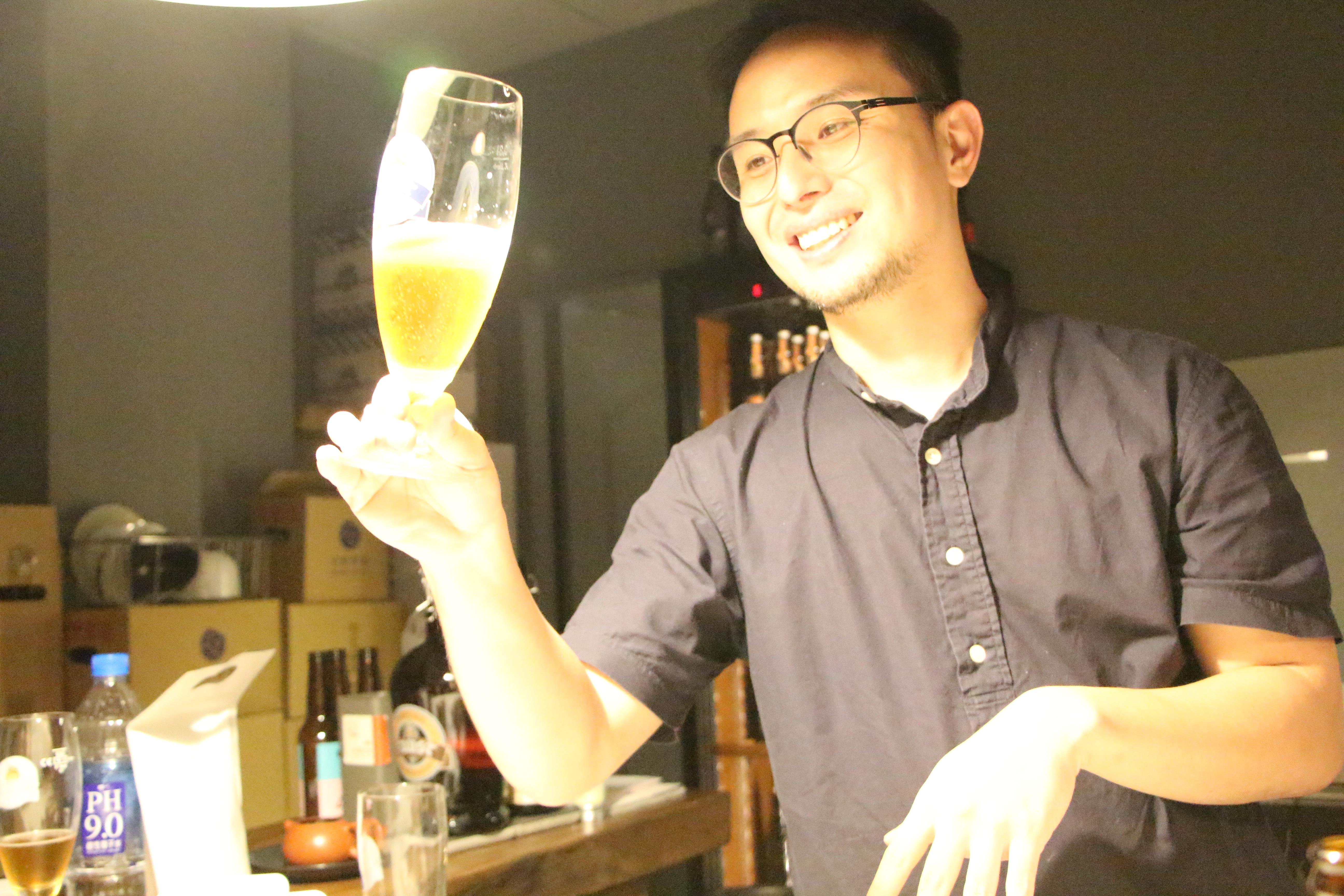 不喜歡喝酒的陳相全,因為想喝到喜歡的啤酒,而開始學習釀酒。