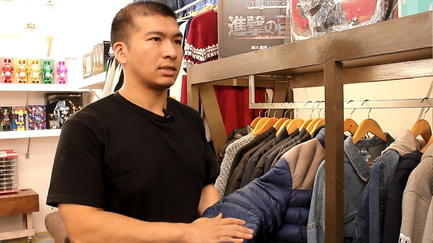 郭柄賢提醒民眾,選購羽絨衣時寧可買貴,也不要錯買劣質品。攝影/程怡靜
