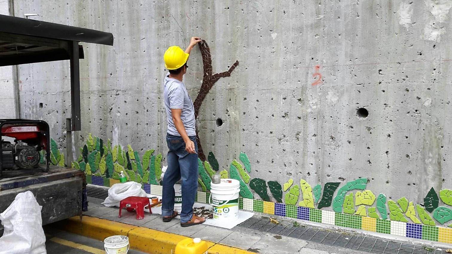 正在改造中的仙跡擋土牆。攝影/孔祥智