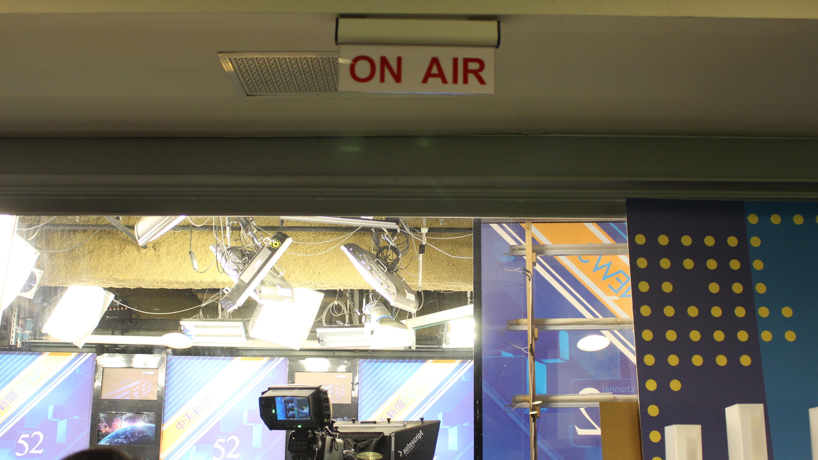 ▲電視台每天新聞以分鐘為單位計量收視率,也因此對電視媒體產生收視壓力。