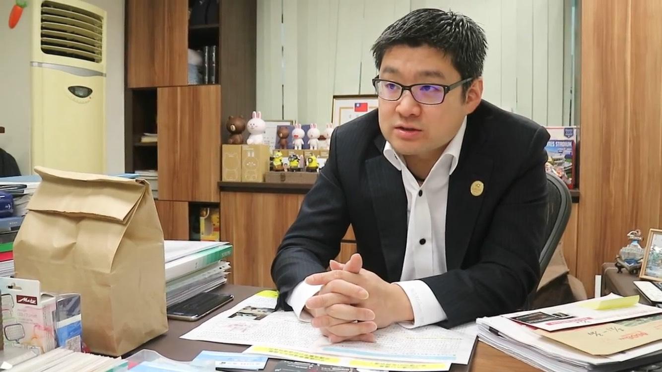 議員徐弘庭表示,政府在文山區蓋公宅而造成的交通問題日益嚴重。攝影/許祐祥