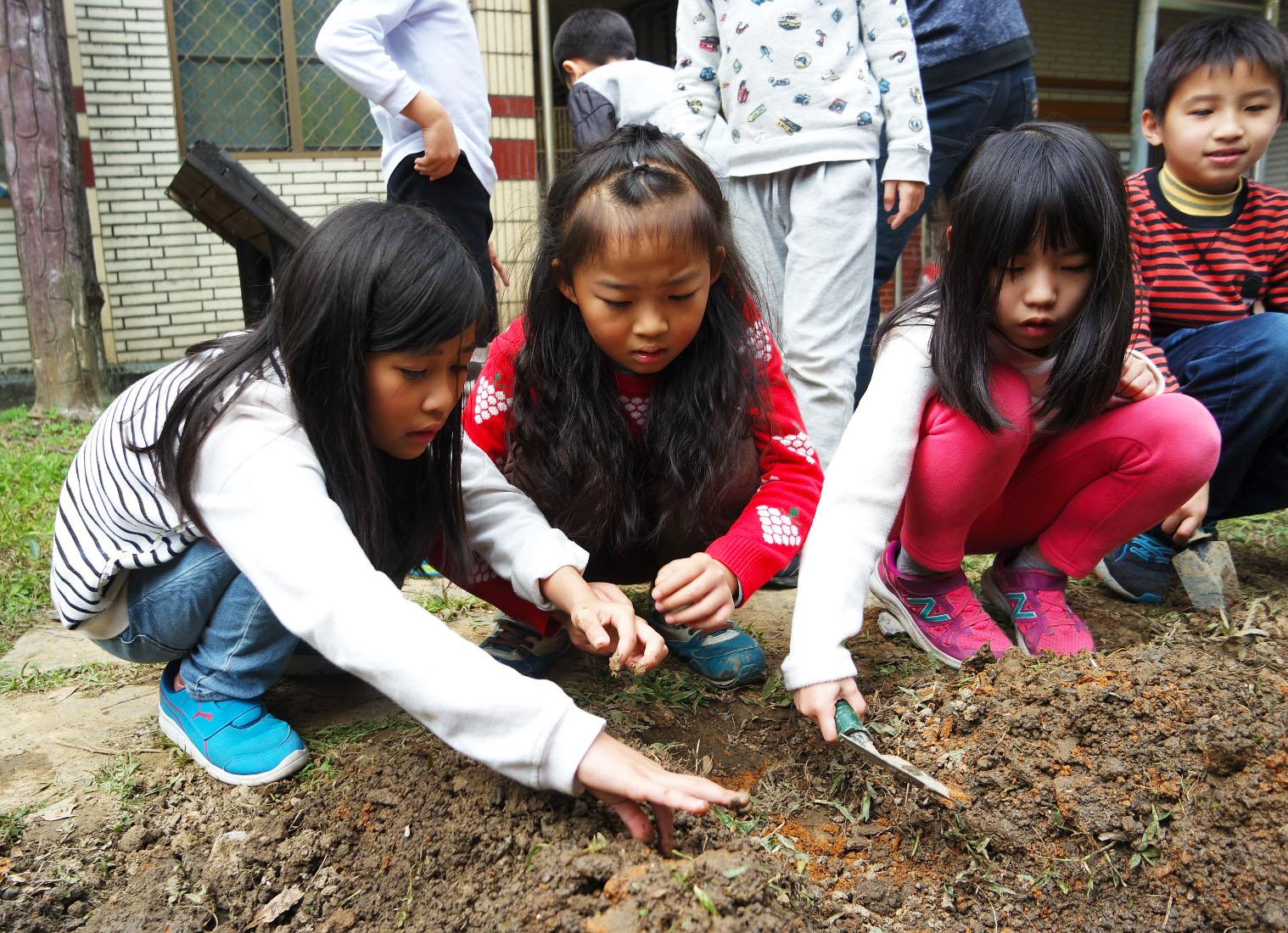 直潭國小為森林小學,提供學生更多親近大自然的機會。攝影/劉品彣